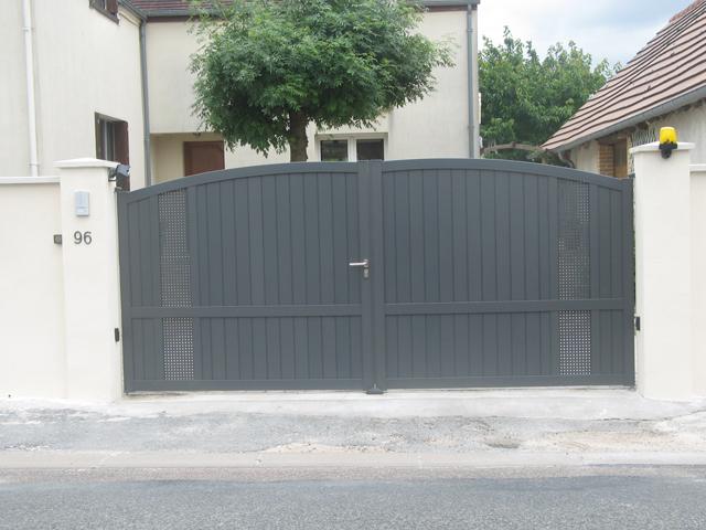 Installation portail gris anthracite