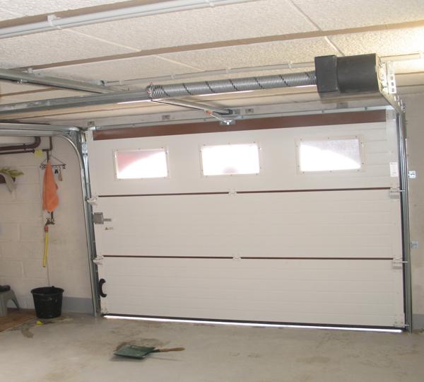 Installation moteur pour porte de garage automatisée